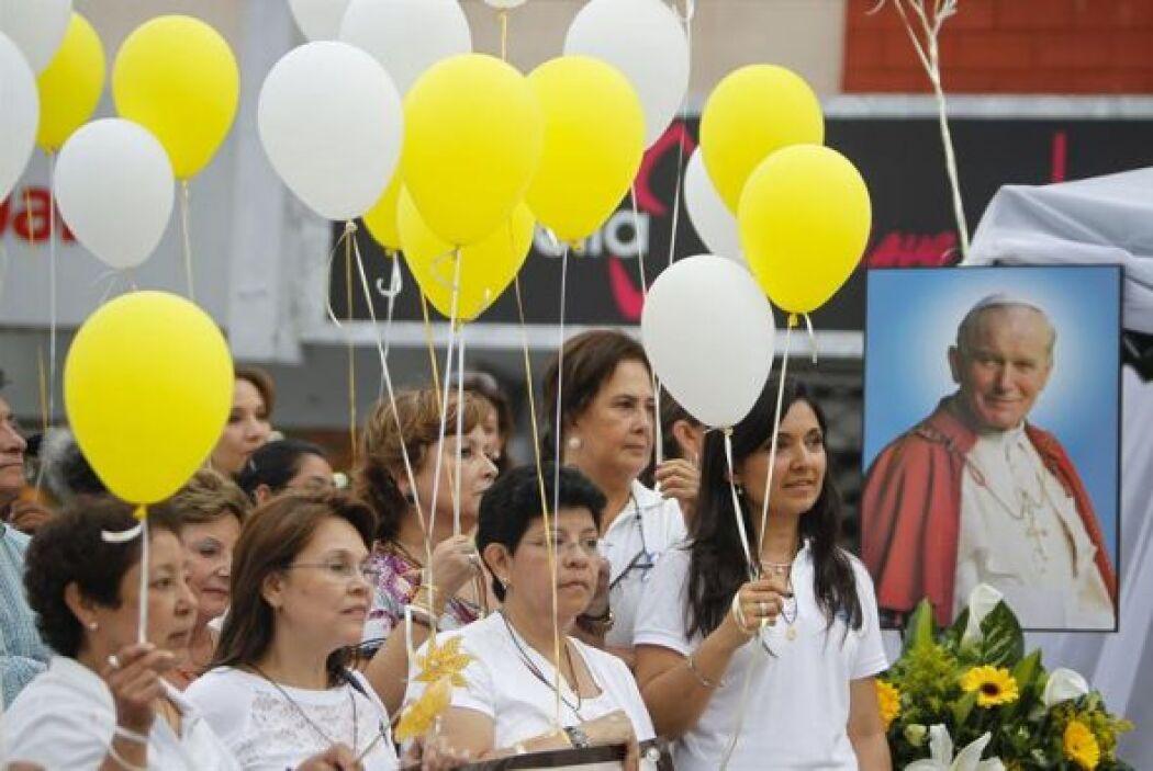 "Católicos salvadoreños participan en la procesión del ""Santísimo Sacrame..."