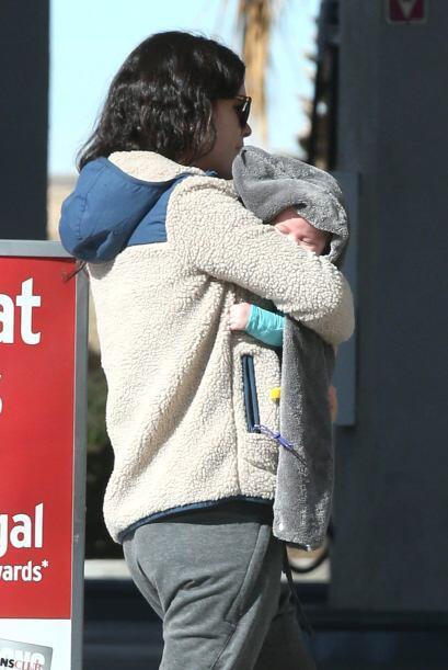 Rachel con la nena.