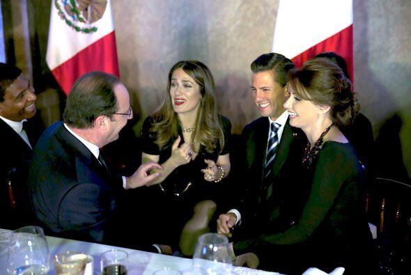 Angélica Rivera pudo conversar con Salma Hayek y escribió:...