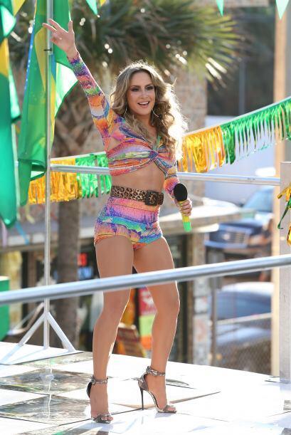 Pero la brasileña Claudia Leitte no se queda atrás.
