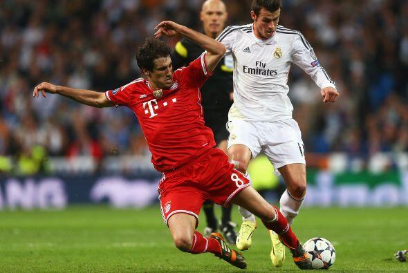 Javi Martínez (6): Con 0-3 en el marcador al intermedio, fue el r...