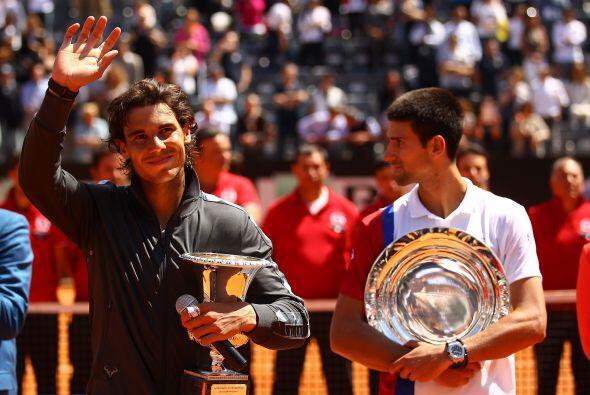 En la entrega de los trofeos, ambos jugadores agradecieron la presencia...