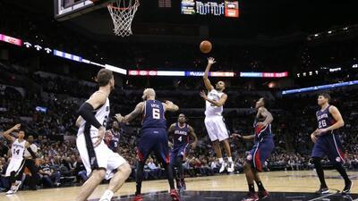 Gracias a Tim Duncan y Tony Parker, los San Antonio Spurs lograron coron...
