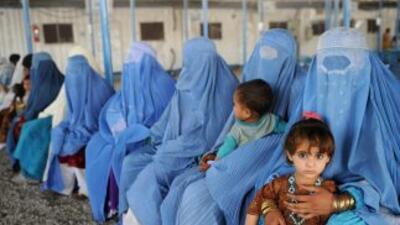 Dos mujeres paquistaníes que querían desposar a un pariente suyo fueron...