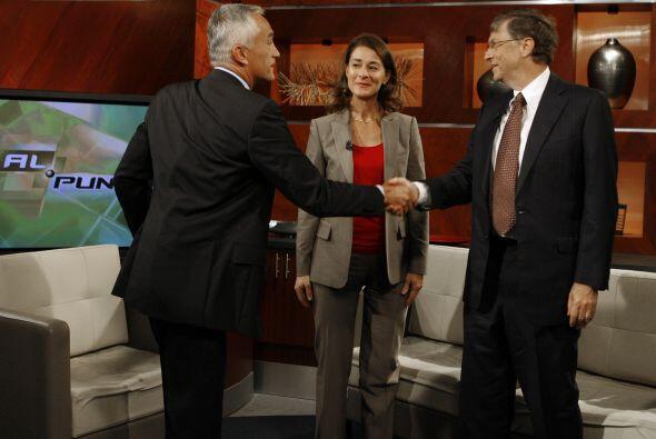 Durante su visita por Univision, los Gates también hicieron entrevistas...