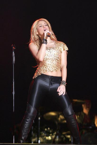¡Shakira adora usar prendas con destellos y lentejuelas o aplicaciones c...