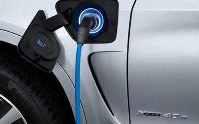 BMW seleccionó a la X5 para ser su primer híbrido enchufable.