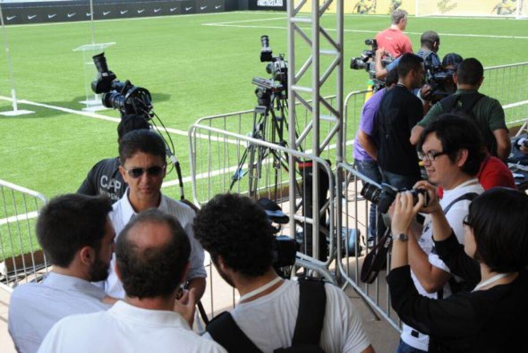 Bebeto, por su parte, atendió a la prensa que había llegado desde países...