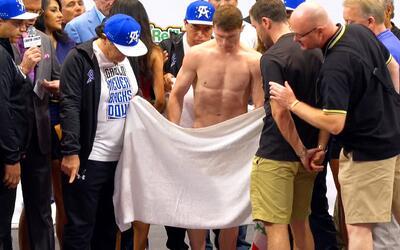 El 'Canelo' Álvarez se desnudó para llegar al peso para su pelea ante Smith