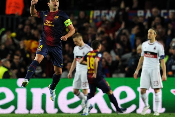 El capitán Xavi, quien regresaba tras una lesión, saltaba en el festejo.