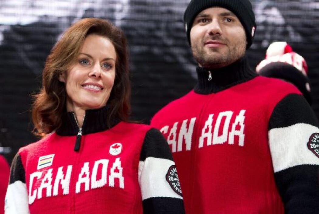 Aquí el uniforme que lleva Canadá. Muy en combinación con sus colores pa...