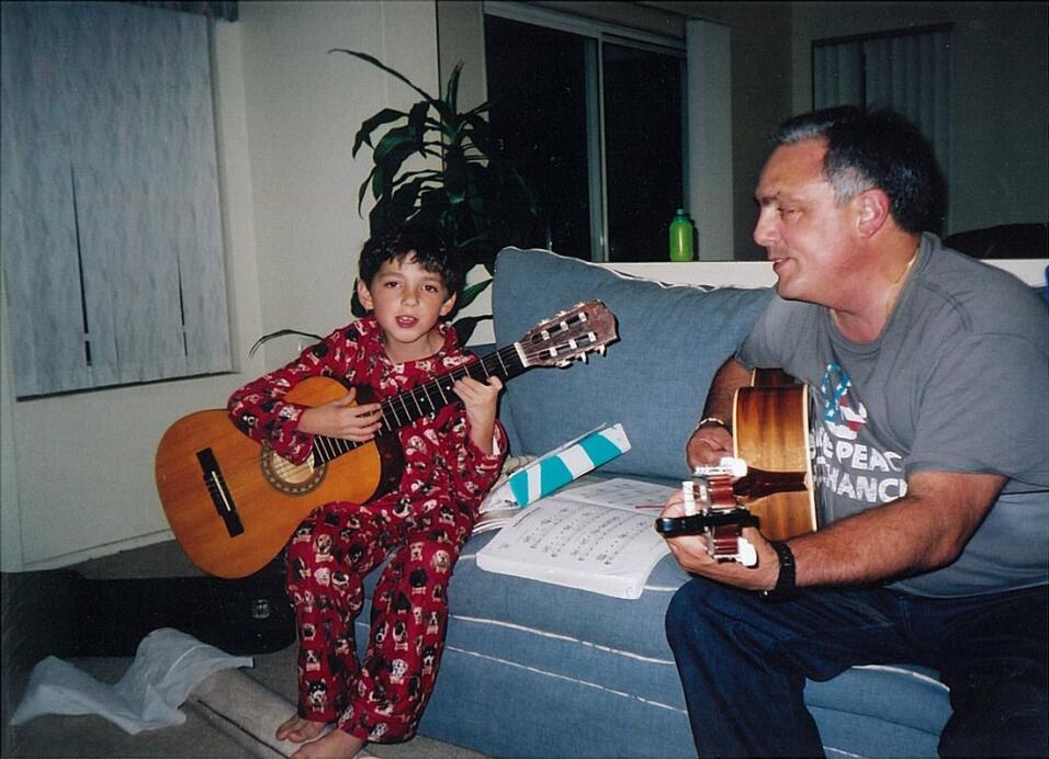 Para Próspero la música lo es todo. Este chico nos conmovió con su voz....