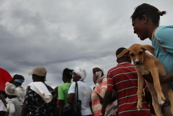 En Puerto Príncipe, donde llovía sin parar desde el jueves, un campo de...