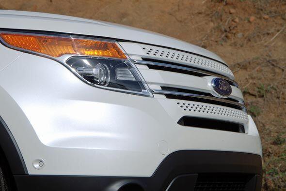 La parte frontal cuenta con el nuevo lenguaje de diseño de Ford.