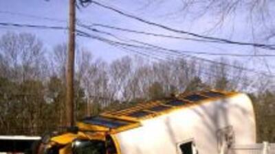 Choque entre un autobús escolar y otro privado en Nueva Jersey.