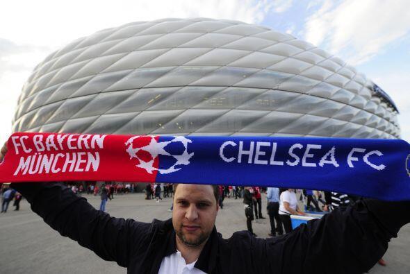Así los aficionados del Bayern y del Chelsea esperaron el inicio...