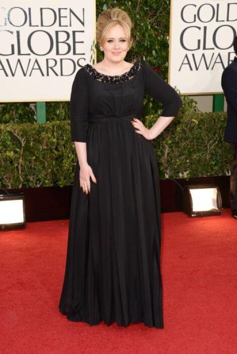 Una de las más esperadas de la noche fue la cantante Adele, cuyo 'look'...
