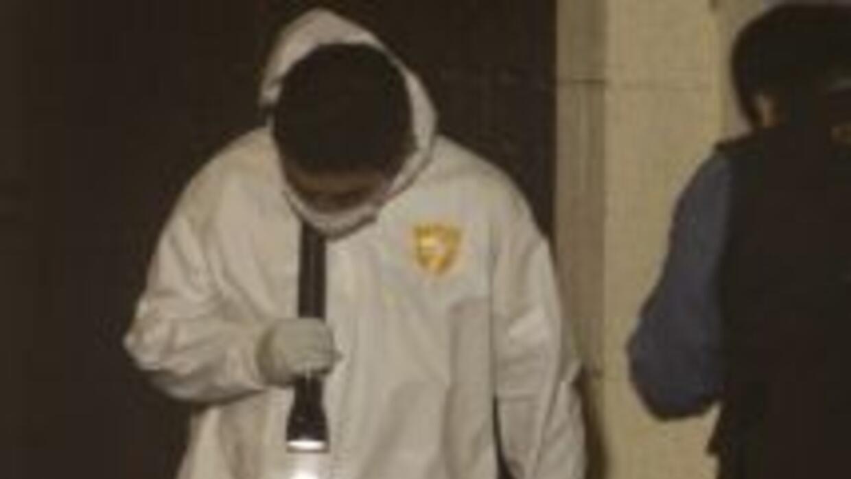 Un menor de 13 años fue hallado muerto, con las manos atadas y con 15 im...