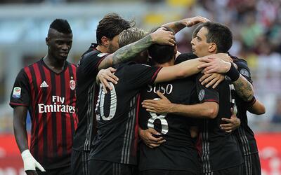 Milan celebra el gol de Carlos Bacca.