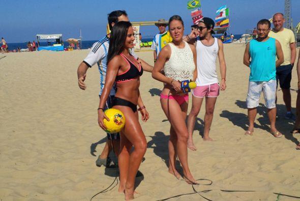 El calor estaba tremendo, Rebeca y Vane regresarán de Brasil con tremend...
