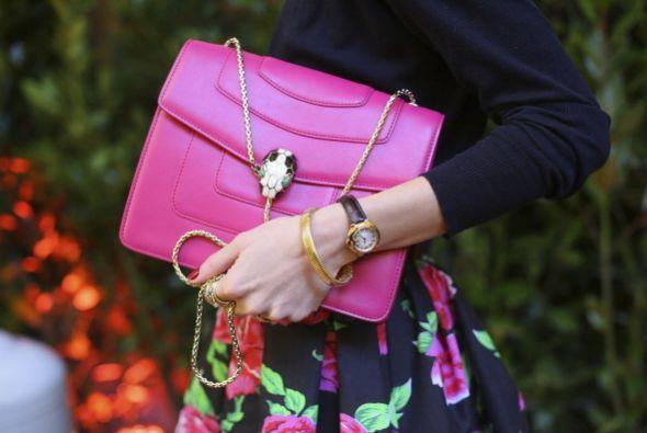 ¡Un  bolso orquídea radiante tiene que ir directo a tu lista de deseos!...