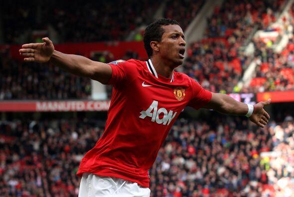 Nani, quien reapareció con el United, hizo el 4-0 y lo festej&oac...