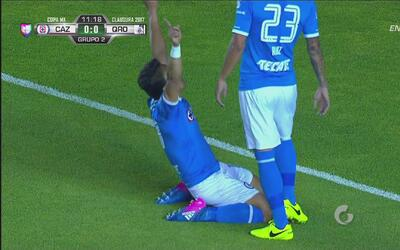 Ángel Mena convierte el primero de Cruz Azul con un gran 'zapatazo'