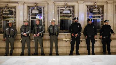 Ya son seis los arrestados por amenazar a la policía en NY