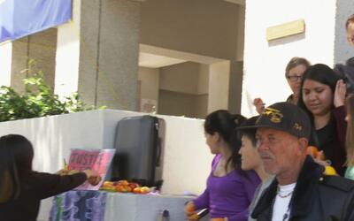 Protesta en las oficinas del alguacil de Alameda por arresto de inmigrante