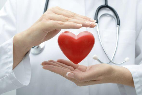 Si en tu familia han antecedentes de problemas cardiovasculares o alguna...