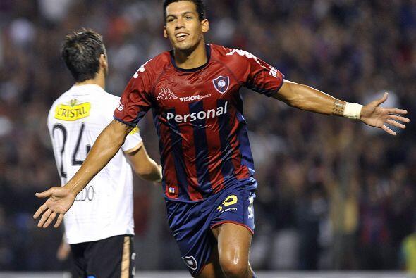 Julio Dos Santos fue el autor del otro gol guaraní para completar...