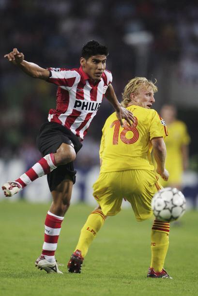 Carlos Salcido fue el siguiente en emigrar a aquella liga con el PSV Ein...