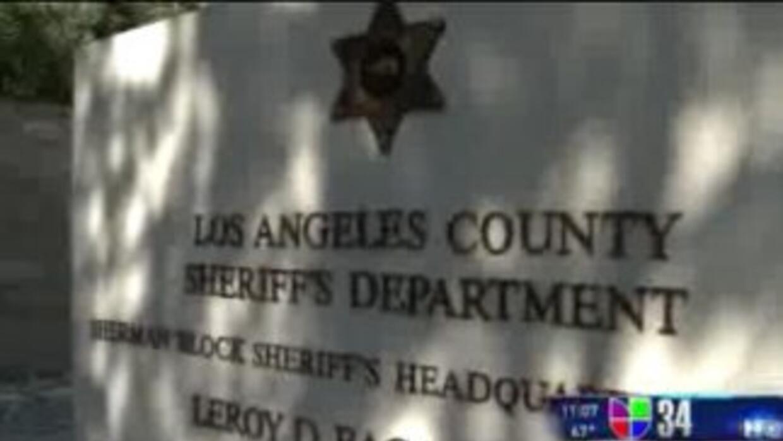 Acusan a Alguacil de LA de colaborar con ICE