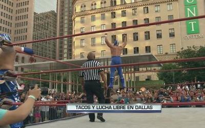 Blue Demon Jr. en Taco Libre Dallas