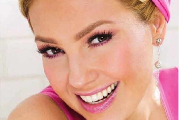 ¿Por qué estará tan sonriente nuestra querida Thalía?  Aquí los videos m...