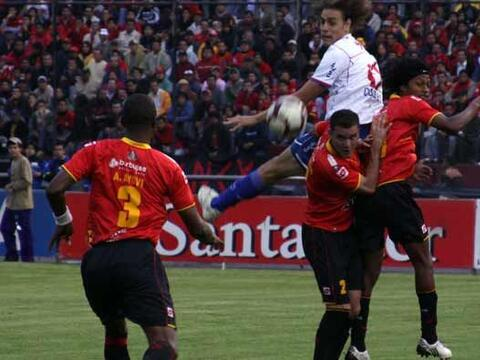 Deportivo Cuenca de Ecuador y Nacional de Uruguay empataron 0-0 en parti...