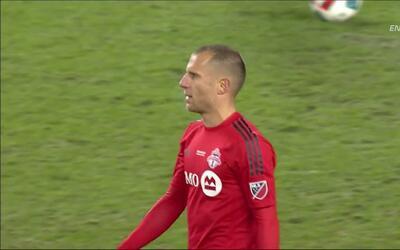 Goooolll!!! Benoit Cheyrou anota su penalti para el Toronto FC