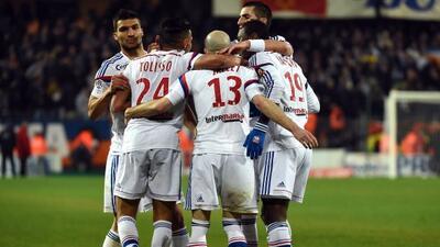 Lyon no tuvo piedad y goleó al Montpellier con dobletes de Lacazette y d...