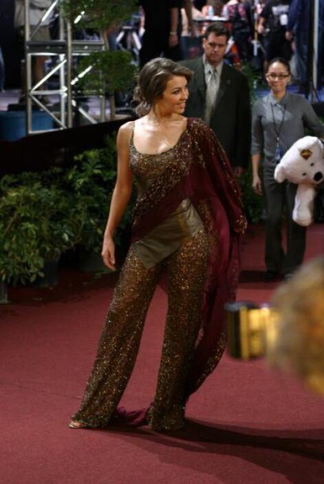 Así sorprendió Thalia en la alfombra del 2004.