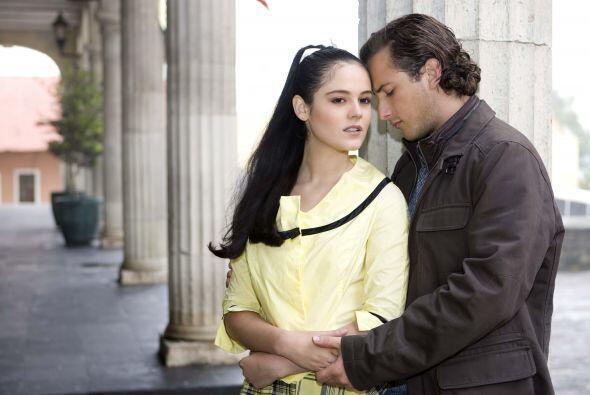 """Allison Lozz, a quien vemos como protagonista de """"En Nombre del Amor"""" en..."""