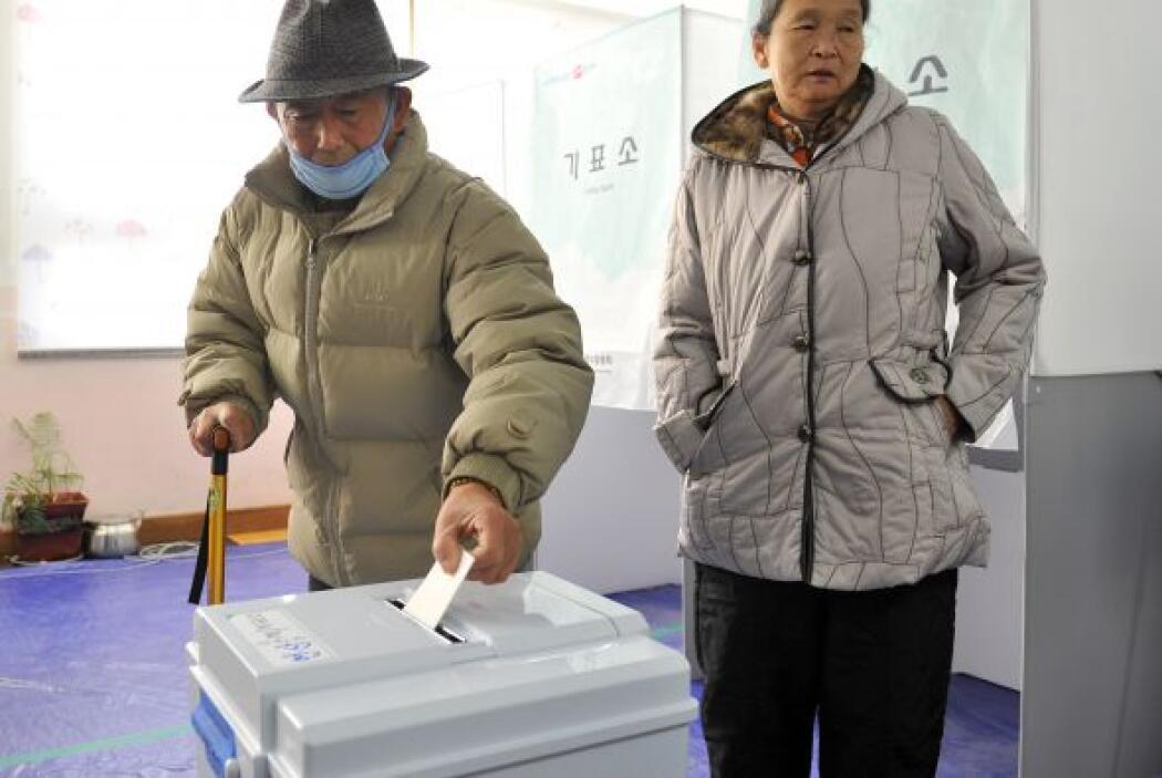 Los 40.5 millones de surcoreanos que componen el electorado ejercieron s...
