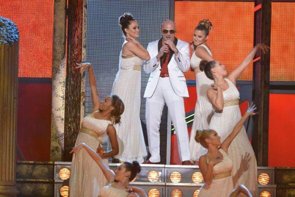 Pitbull armó tremenda rumba al abrir el show de Latin GRAMMY 2012.
