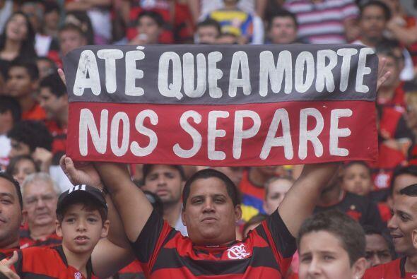 Sobran las palabras, el hincha del Flamengo le puso color y una confesió...