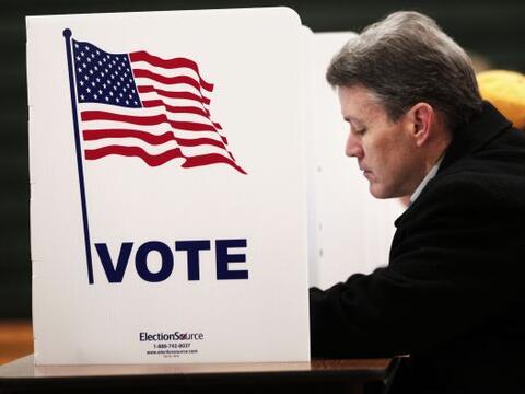 Los estadounidenses deciden si renuevan en el cargo por cuatro añ...