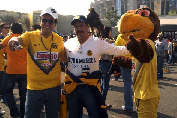Aficionados de América y León pusieron la fiesta en el Estadio Azteca, p...