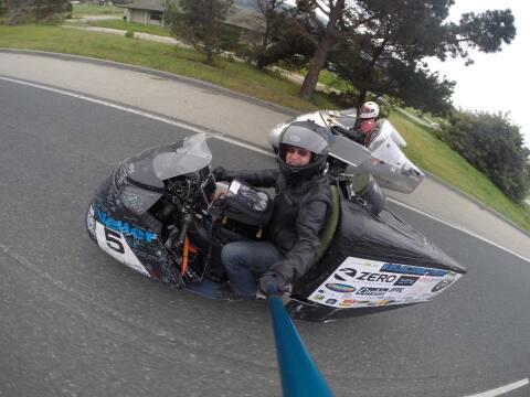 Terry Hershner en su moto eléctrica modificada