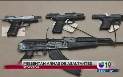 Presentan las armas usadas en el asalto a Bank of the West