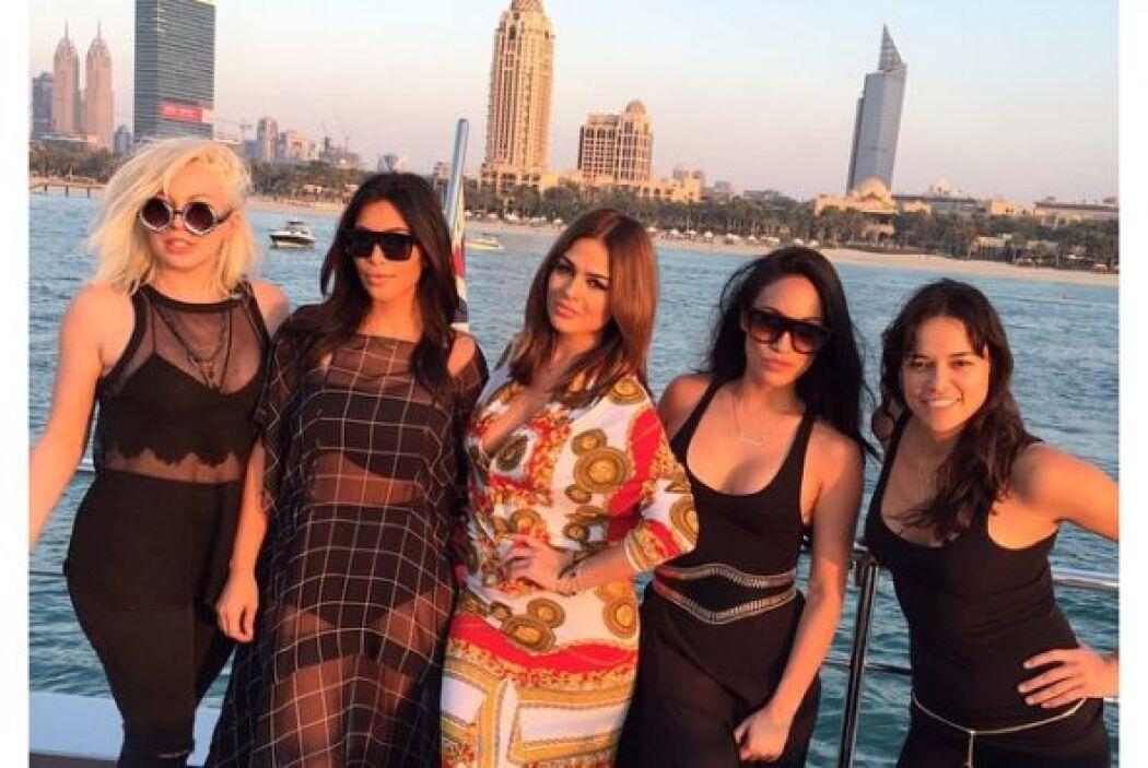 Kim Kardashian demuestra que sabe lo que es trabajar y también pasarla d...