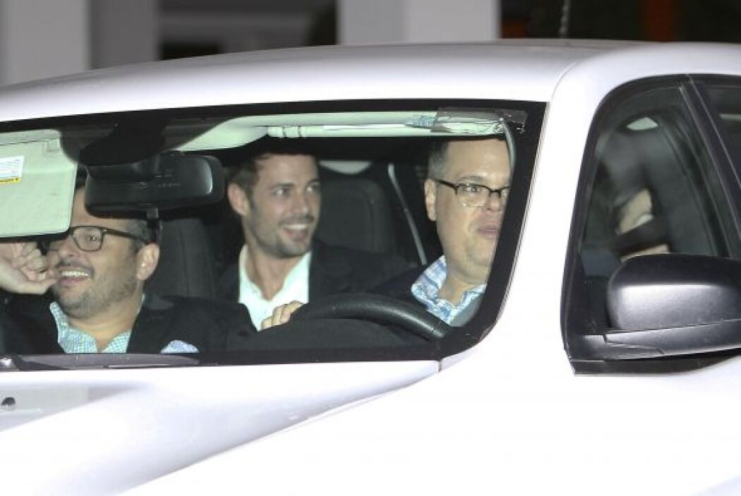 Al final de la noche vimos irse a William Levy muy sonriente.