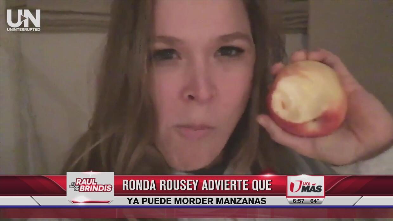 Ronda Rousey feliz de que puede morder manzanas